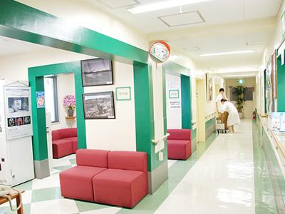 国分寺内科中央病院の受付ロビー