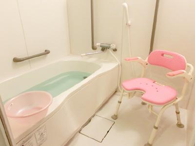 ガーデンフィールズ六木の個浴槽の浴室