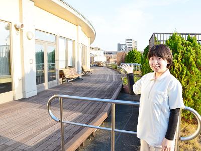 お花茶屋ロイヤルケアセンターの屋上庭園