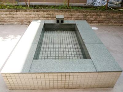 リハビリポート横浜の中庭の足湯