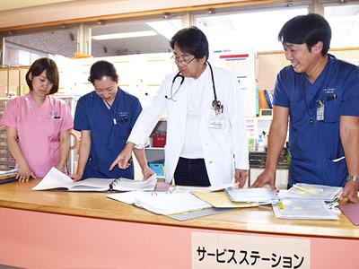 サービスステーションでは、定期的にドクターを交えたカンファレンスを行い、一人ひとりの利用者様の情報を共有しています。