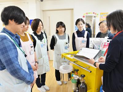 看護部のミーティング風景。現在、10名の看護師が在籍しており(2019年11月)、それぞれが担当フロアを受け持っています。