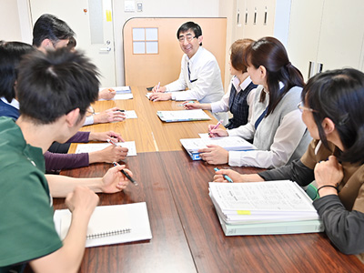 定期的に多職種ミーティングを開き、特に情報共有を大切にしています。