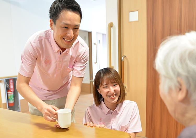 ユニット型施設の特徴を活かして、入居者様一人ひとりの個性を尊重した関わりを大切にしています。