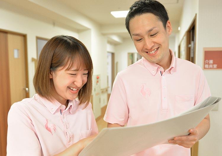 入職後は、業務に自信が付くまで専属の教育係(エルダー)がマンツーマンのOJTを行います。