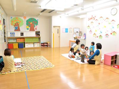 保育室は1日500円で利用可能。毎日5~10人のお子さんが利用しています。