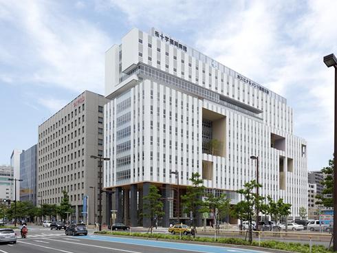 桜十字福岡病院が運営する居宅介護支援事業所です。移動は電動自転車です。